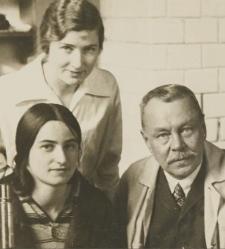 Jan Tur with lab technicians