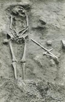 Grób 2-88, pochówek - szkielet, we wkopie grobowym