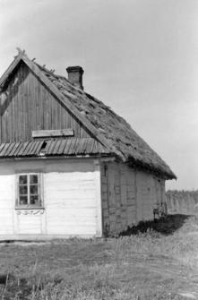 Chałupa o dachu dwuspadowym z przyczółkiem