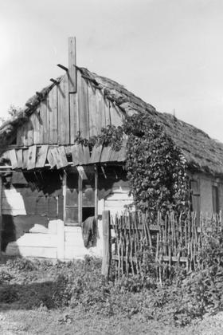 Partially post-and-plank and partially log frame constructioncottage