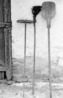"""Pociosek"", ""pomiotło"" and ""łopata"" : types of bakery tools"