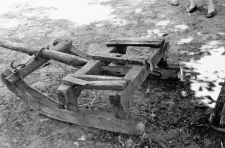 Two-piece sleigh: front part