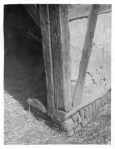 Stodoła – podwalina