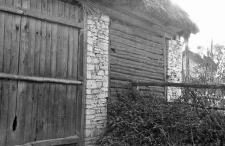 A fragment of a barns structure