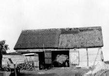 A barn with a formwork structure of walls