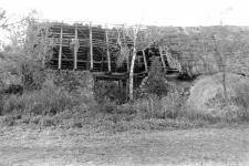 Dach w starej stodole kamiennej