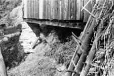 Narożna podmurówka stodoły słupowej