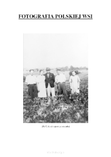 [People posing in the field] [An iconographic document]