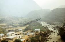 Dopływ Gangesu w okolicy Riszikesz (Dokument ikonograficzny)