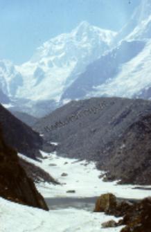 Road up to Badrinath, Himalayas (Iconographic document)