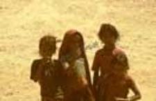 Portret dziewczynek z grupy pasterzy kachchi rabari (Dokument ikonograficzny)