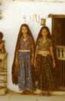 Portrait of girls, kachchi rabari (Iconographic document)