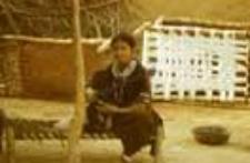 Młoda mężatka w odświętnym stroju pasterze kachchi rabari (Dokument ikonograficzny)