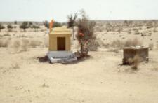 Kapliczka hinduistyczna na pustyni Thar (Dokument ikonograficzny)