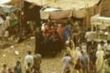 Wiejski targ towarzyszący obchodom święta ku czci Mommai Mata (Dokument ikonograficzny)
