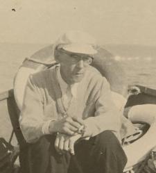 Prof. Jan Dembowski na łodzi