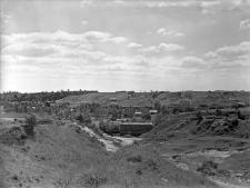 Chruszczów, powiat Puławy : widok na wąwóz z odkrywkami