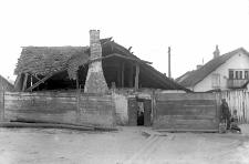 Krasnobrody nad Wieprzem, pow. Tomaszów : zrujnowana chata
