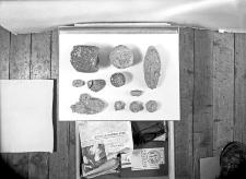 Poznań - Szeląg : przedmioty kamienne : fragmenty skał